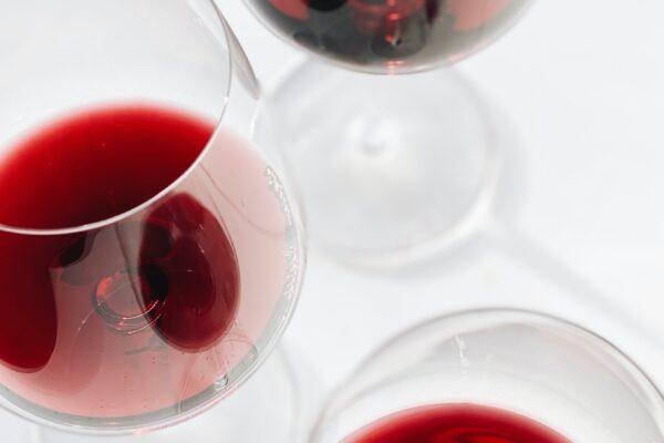 Slå kold rødvin i blodet